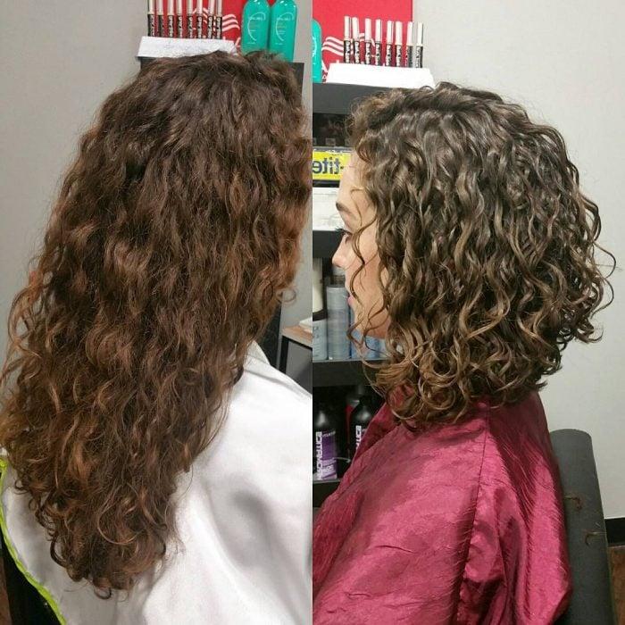 Antes y después de corte de cabello de mujer con pelo chino