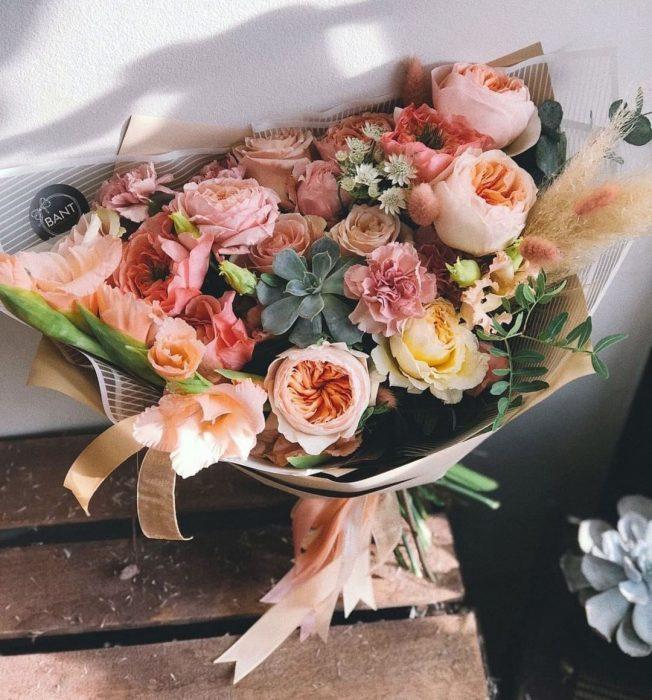 ramo de flores con suculentas