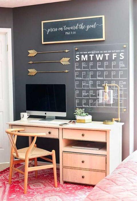 Oficina decorada para el departamento de una soltera