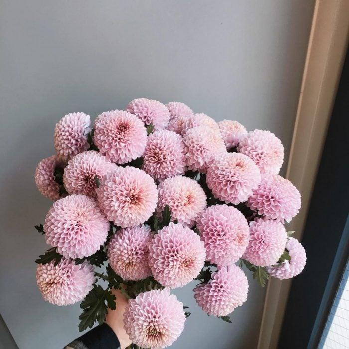 ramo de flores rosas esferas