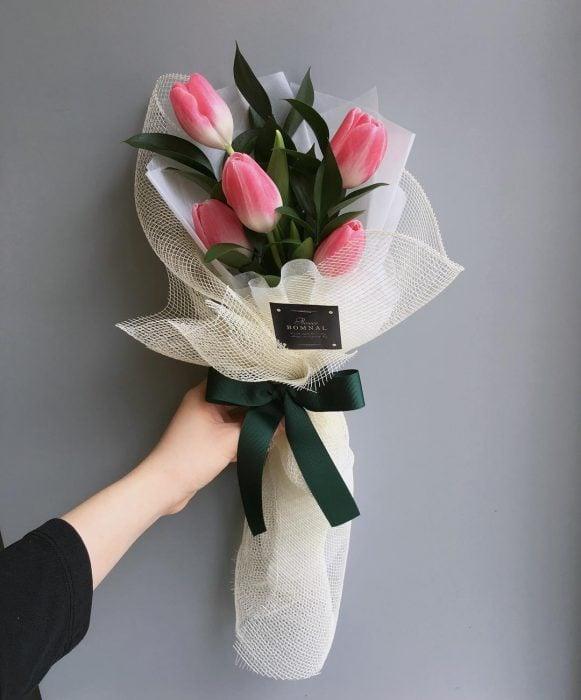ramo de flores tulipanes