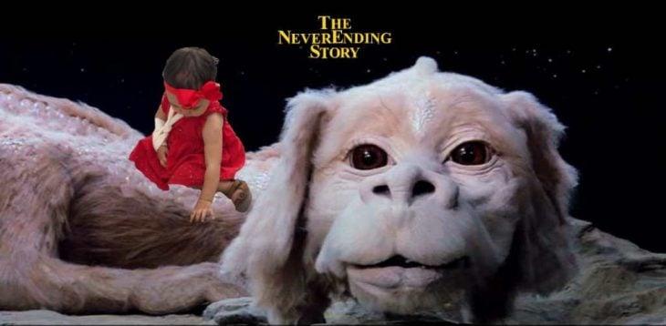 niña sobre un perro blanco