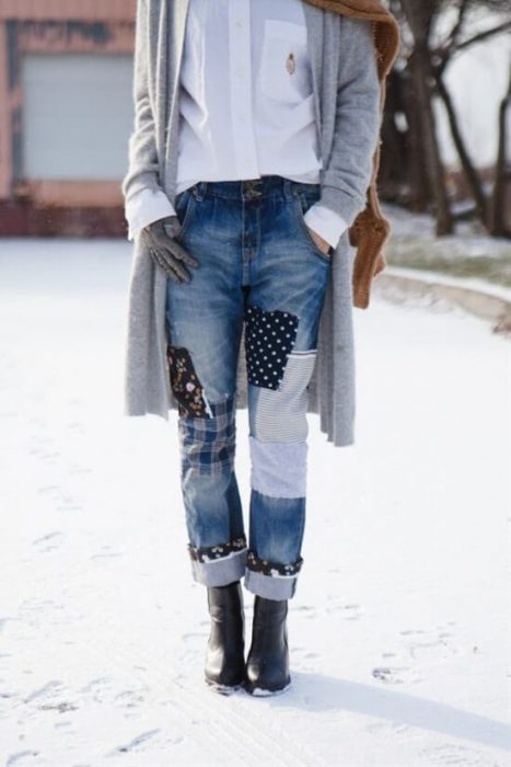 pantalones de mezclilla con parches