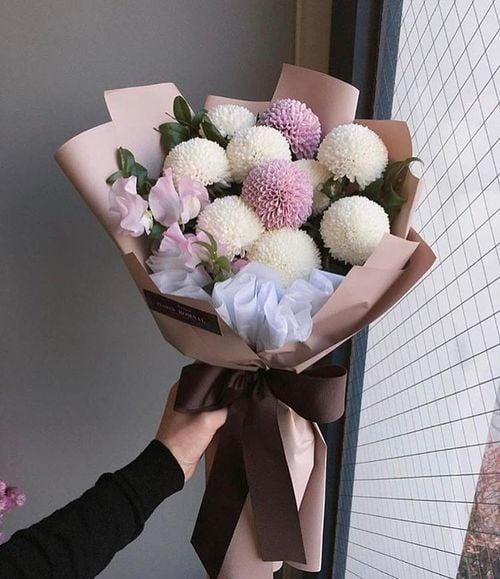 Ramo de flores rosas y blancos