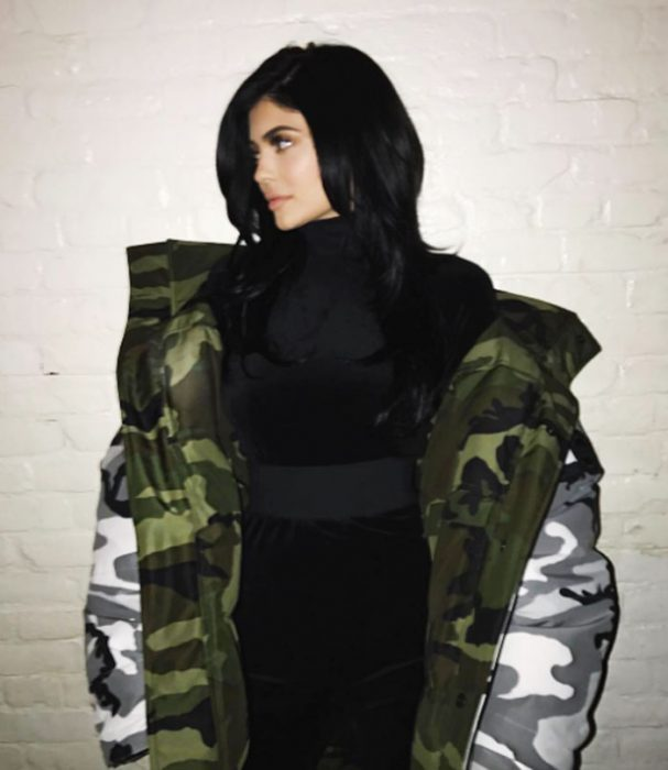 mujer chamarra puffer de militar