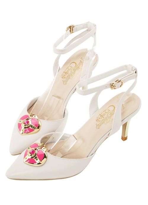 zapatillas blancas con broche rosa
