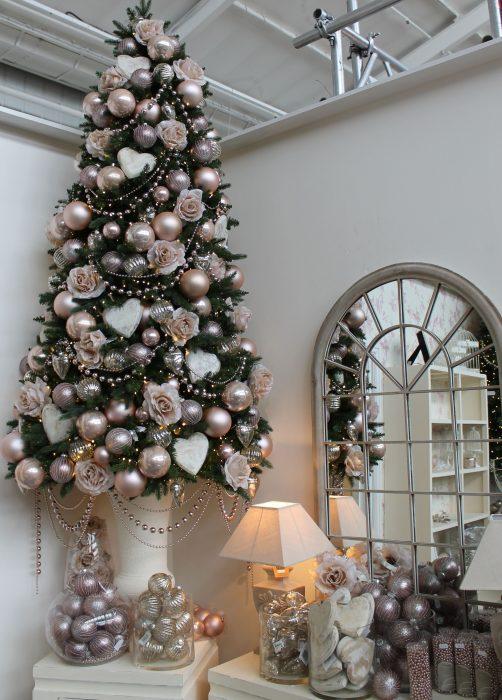 Arbol navideño con decoración rosa dorado