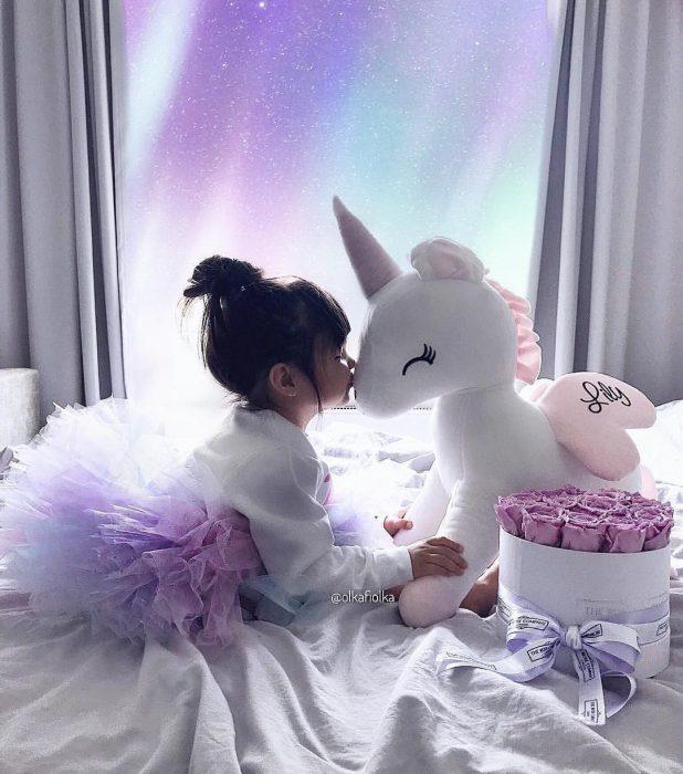 niña con tutu morada con unicornio