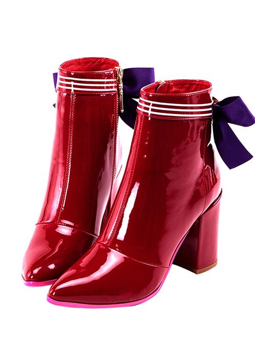 botas de charol rojo con lazos morados