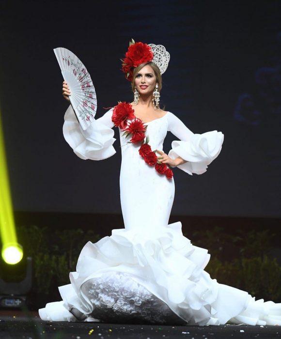 Miss españa con su traje tipico de flamenco en miss universo