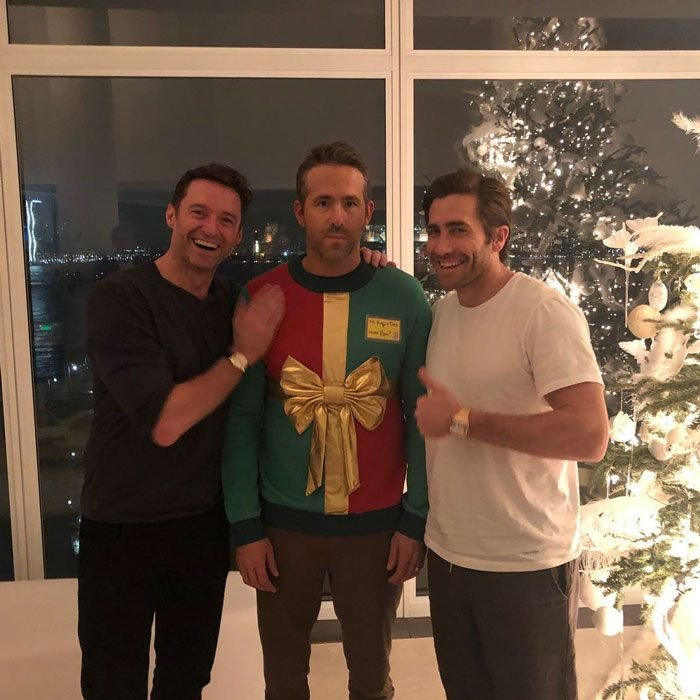 Hugh jackman, Ryan Reynolds y Jack ghyllehaan juntos riendo