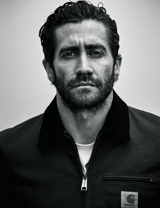 Jake Gyllenhaall, hombre de cabello corto con barba y mirada seria