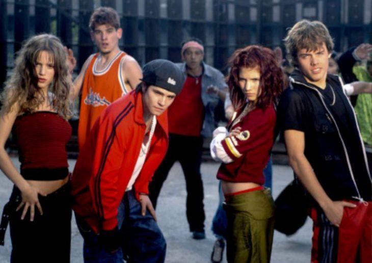 grupo de amigos usando ropa deportiva