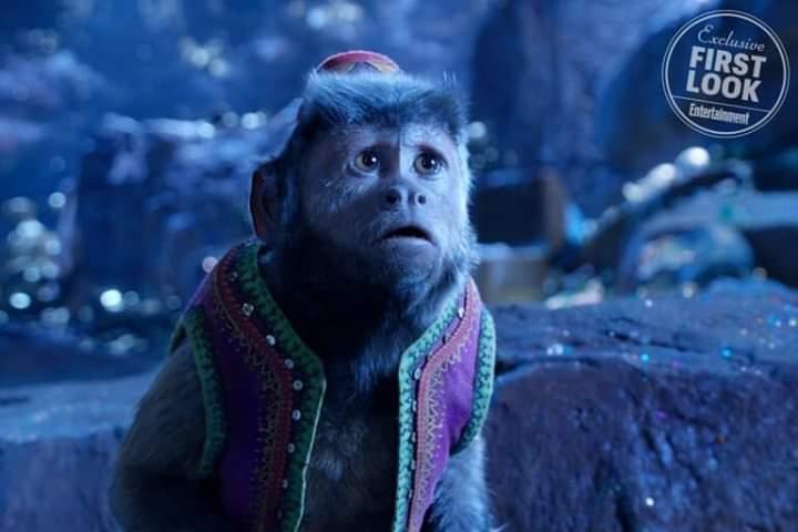 mono cappuccino sorprendido
