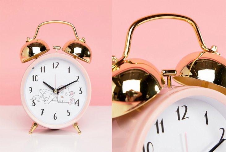 reloj despertador con gatito