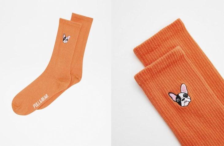 calcetas naranjas de perrito