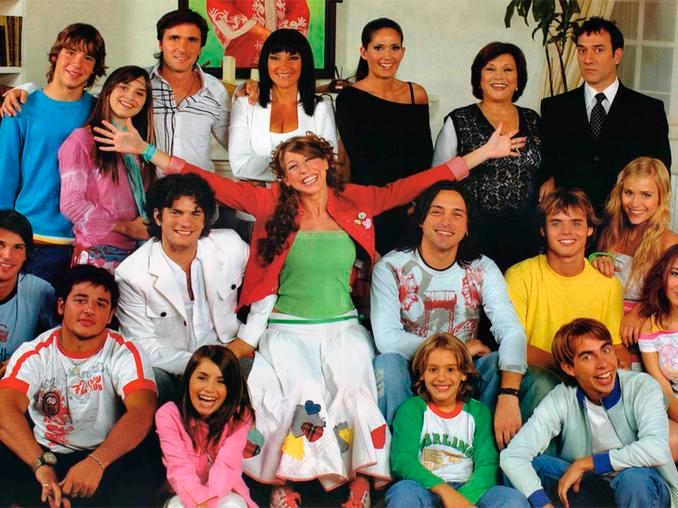 Escena de la serie de Floricienta rodeada de sus amigos
