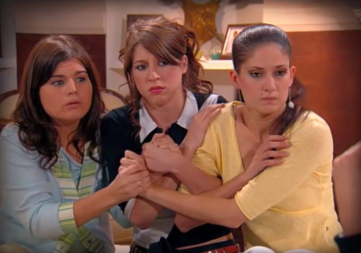 Floricienta peleando con sus hermanas
