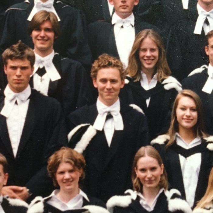 Foto de la escuela de Tom Hiddleston junto a sus compañeros de clase