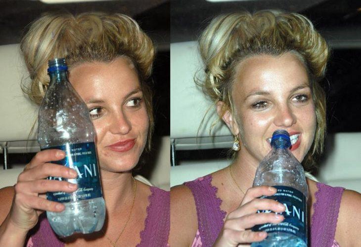 Britney Spears bebiendo agua, chica rubia bebiendo agua natural