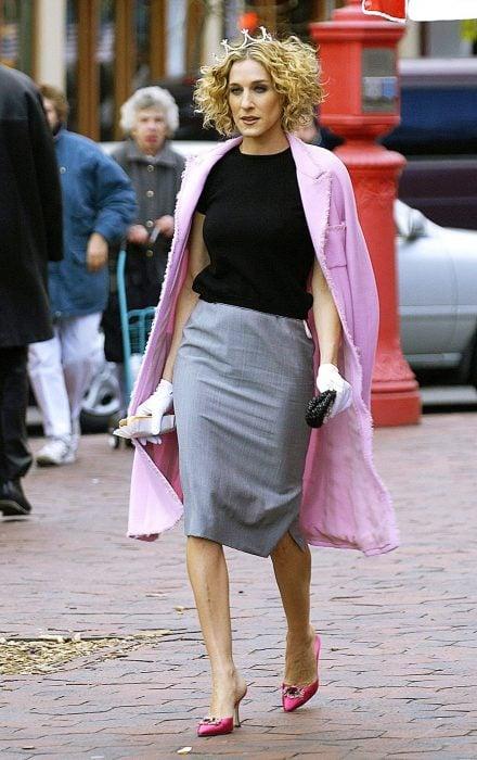 Carrie Bradshaw con sus manolos rosas