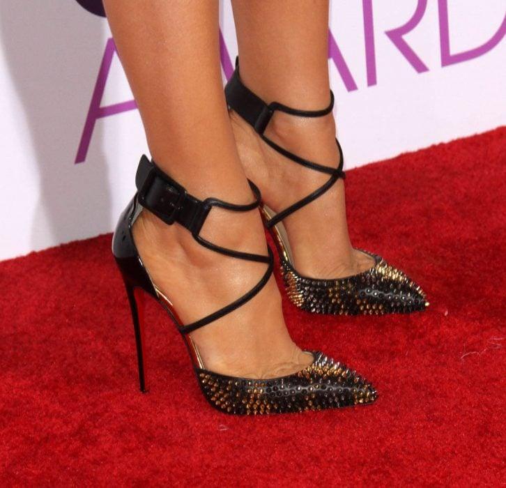 Zapatos con tiras a los tobillos