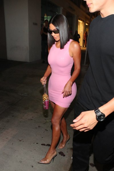 Ki kardashian con zapatos Perspex