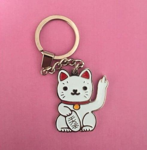 llavero con gato blanco fondo rosa