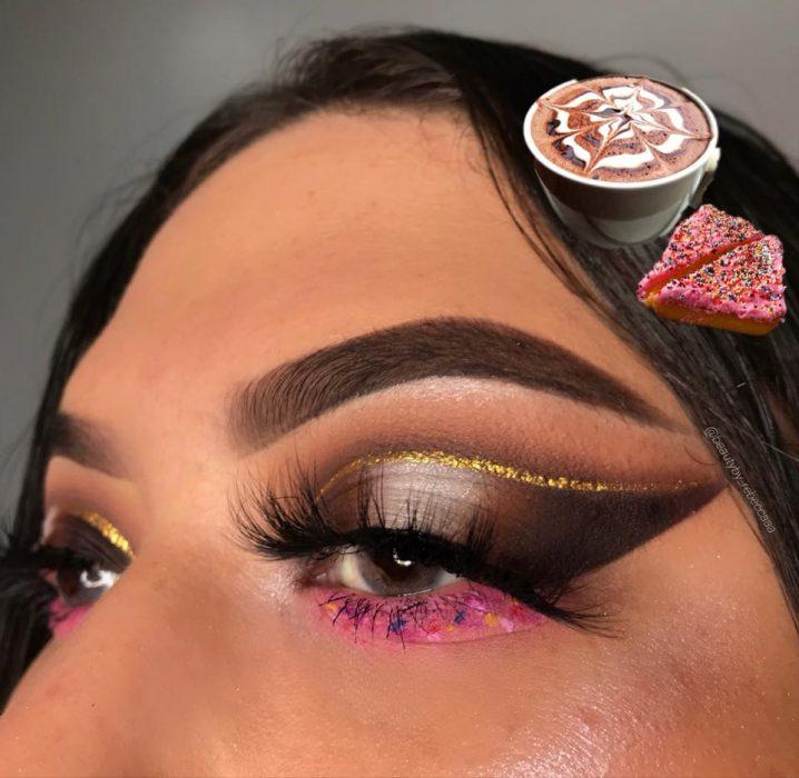 mujer con maquillaje de instagram chocolate caliente y pan
