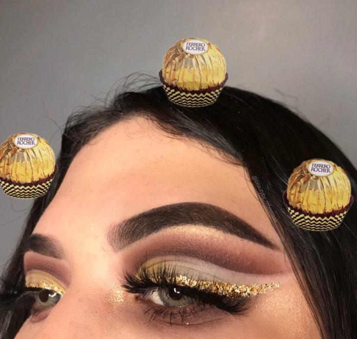 mujer con maquillaje de instagram chocolate ferrero