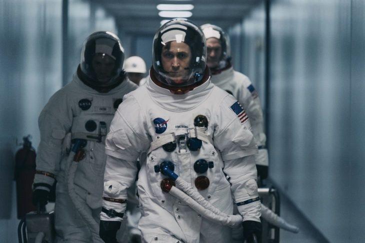 hombre con traje espacial