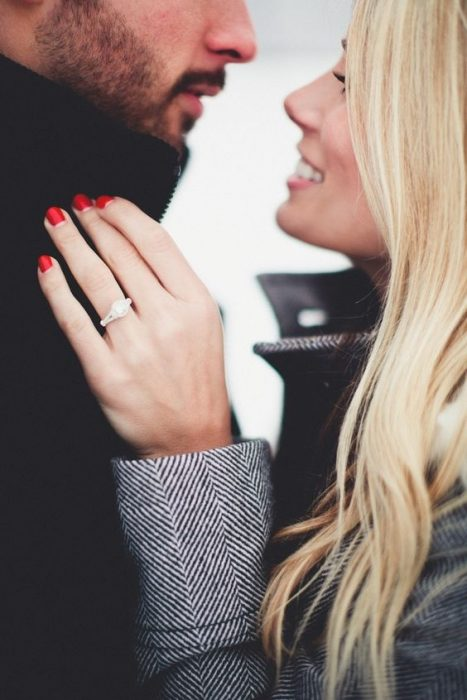 Pareja de novios comprometidos