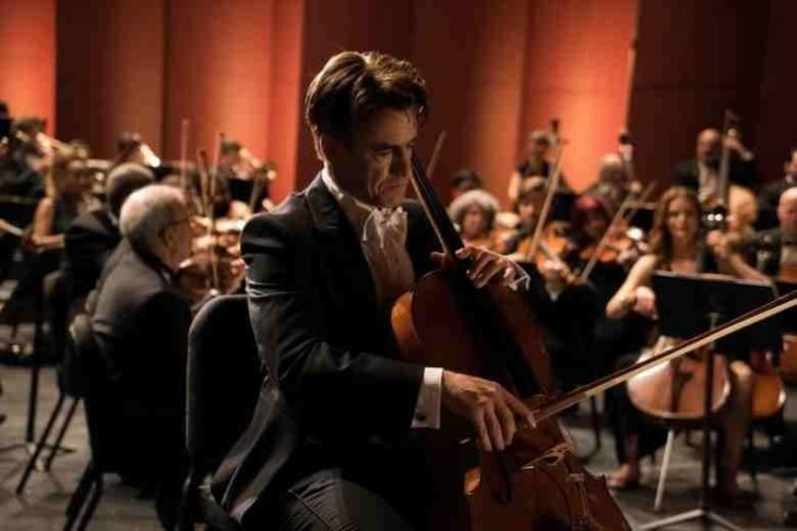 hombre tocando violin