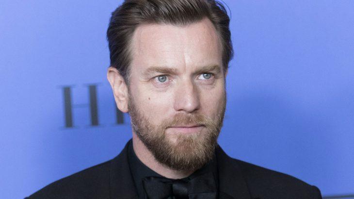 hombre con barba de candado