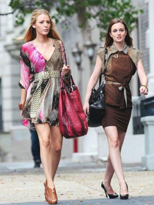 Serena van der Woodsen y Blair Waldorf de la serie Gossip girl, amigas