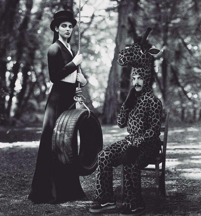 Kirbi posando junto a kendall jenner en una fotografía