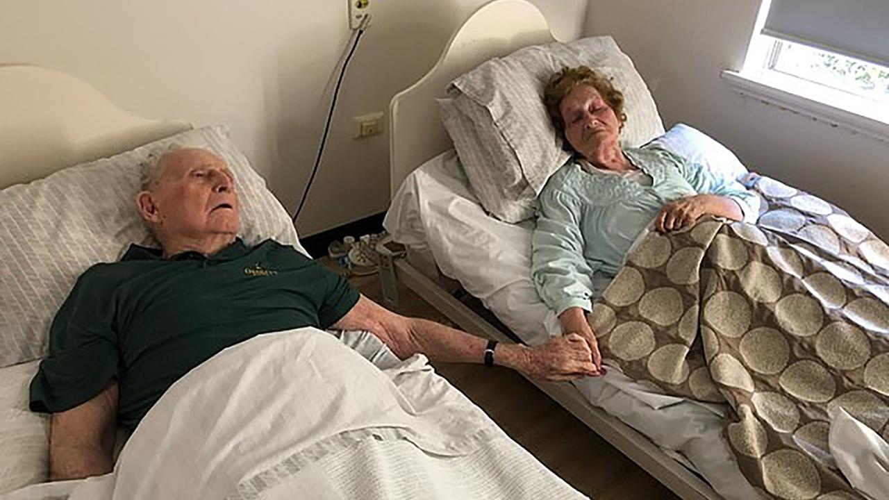Viejitos Mueren Tomados De La Mano Después De 70 Años Juntos