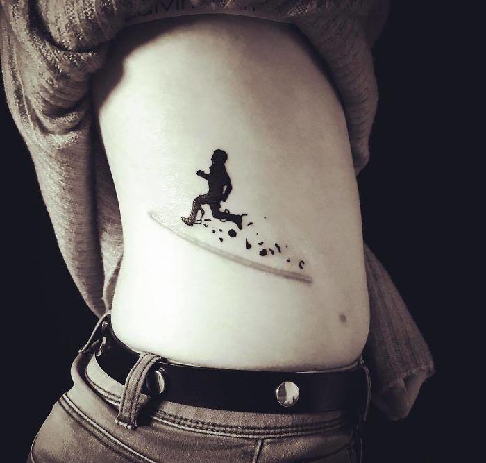 tatuaje de niño corriendo