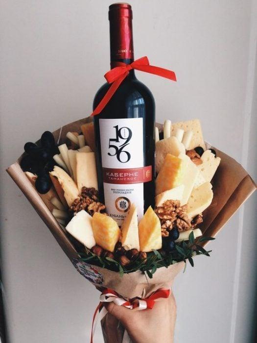ramo con quesos y vino