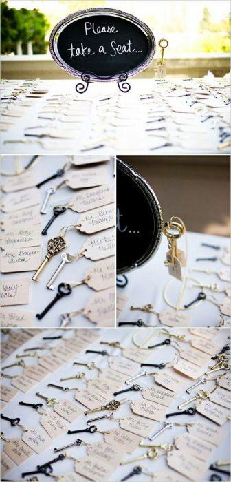 llaves con notas asientos de invitados xvaños