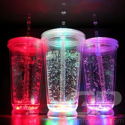 vasos con luces de colores