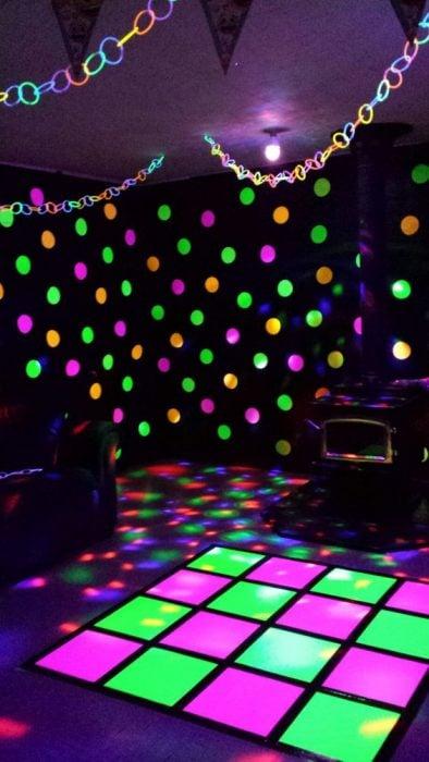 pista de baile con luces fluorescentes