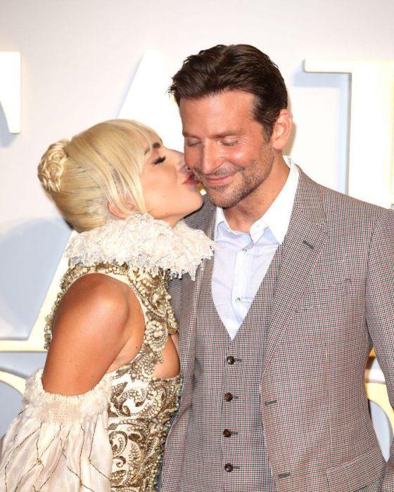 Lady Gaga y Bradley Cooper en premiación