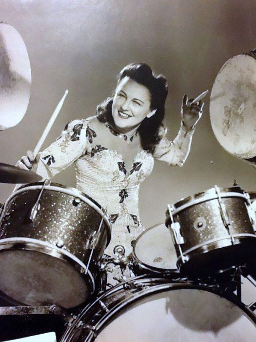 Esta mujer encontró el secreto para una vida larga: tocar la batería