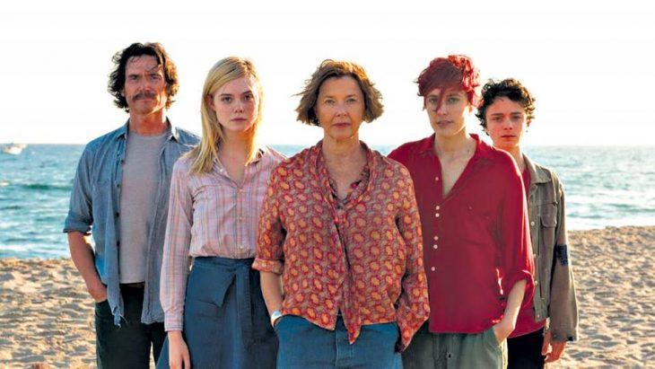 grupo de mujeres en la playa