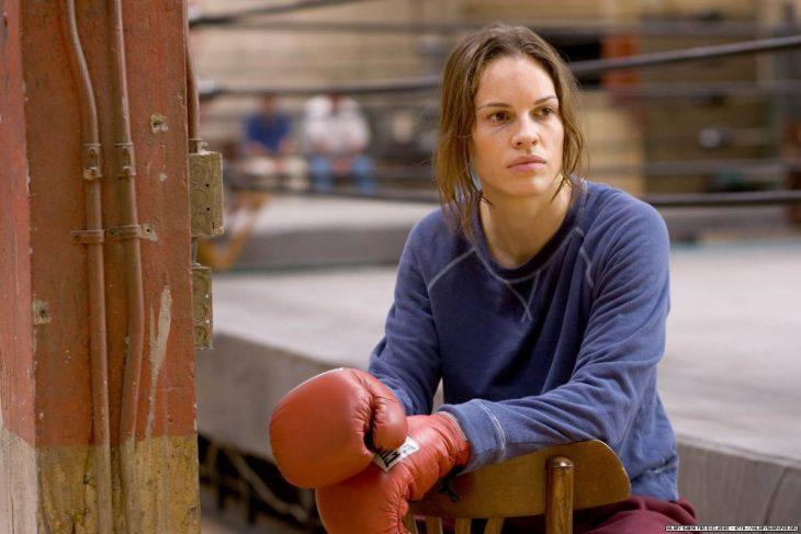chica entrenando box