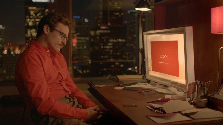 hombre cabizbajo frente al monitor
