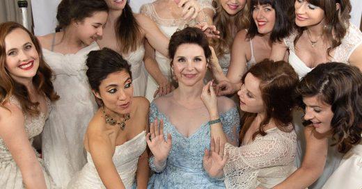 Novia pidió a sus invitadas que llevaran sus vestidos de novia