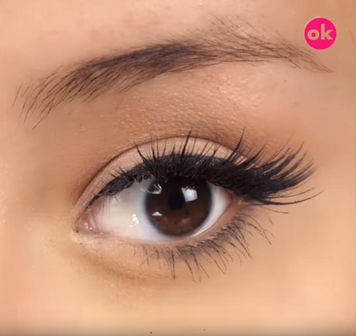 ojo de mujer con ceja y pestañas delineado