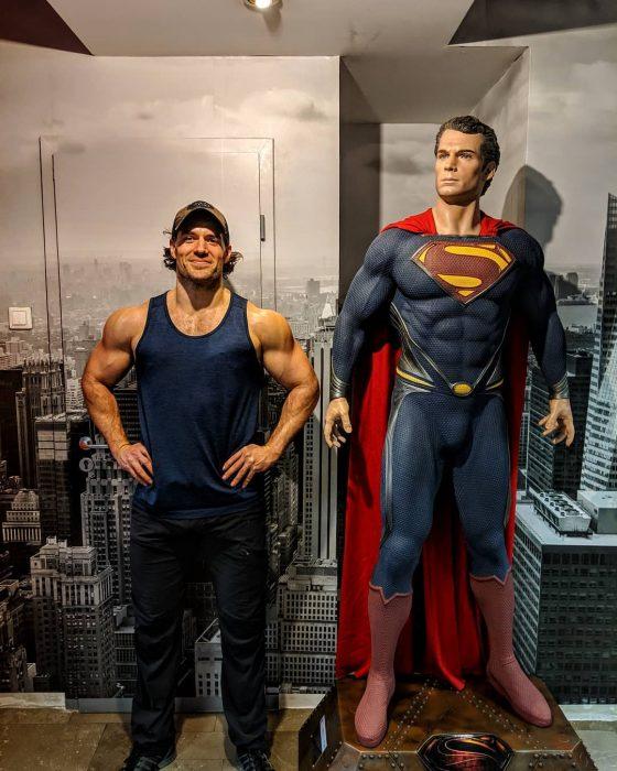 Henry Cavill reaparece con más músculos y confirma que sigue siendo 'el hombre de acero'… y de nuestros sueños